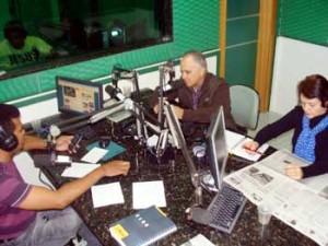 Romildo e Solange Pereira entrevistados pelo radialista Licomédio