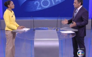 Candidata do PT mostra cenas do último debate do primeiro turno em que Marina questiona Aécio Neves sobre o mensalão tucano e sobre a reeleição