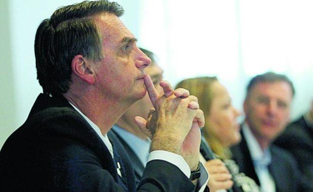 Agora, Bolsonaro responderá uma ação penal por apologia ao crime e se for condenado pode ser punido com pena de três a seis meses de prisão, mais multa. Ele foi denunciado pela Procuradoria