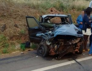 carreta tomba e motorista morre na BR-364 5
