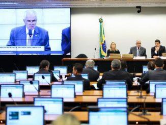 Depois de quase cinco horas de debates, o colegiado adiou para quarta-feira a decisão sobre o pedido de cassação do mandato do presidente afastado da Câmara dos Deputados Eduardo Cunha Marcelo Camargo/Agência Brasil