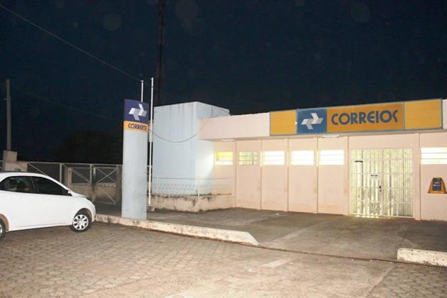 Todos os clientes foram roubados. Os ladrões ficaram na agência até que o cofre fosse aberto. Foto Edmilson Rodrigues