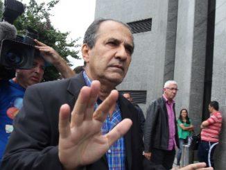 O pastor Silas Malafaia chega para depor na sede da Polícia Federal em São Paulo