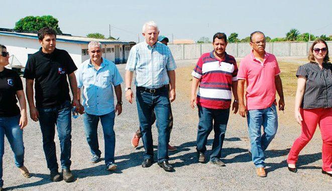 Airton Gurgacz com desportistas da cidade de Presidente Médici.
