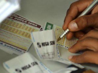 Apostas na Mega da Virada podem ser feitas até as 14h (horário de Brasília) de sábado em qualquer agência lotérica do país Wilson Dias/Agência Brasil