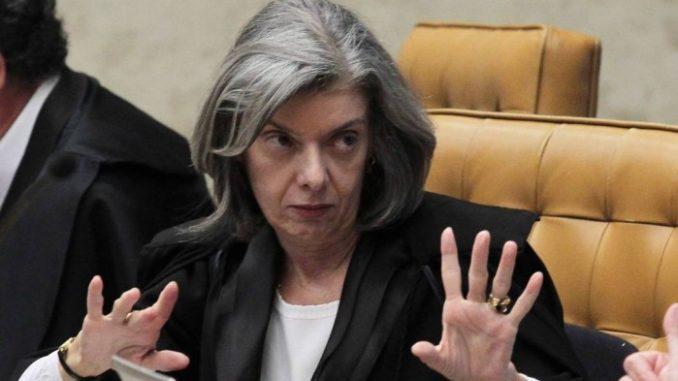 Brasília - A presidente do STF, Cármen Lúcia, passou boa parta de tarde de ontem (24) no gabinete de Teori Zavascki, onde conversou com os juízes auxiliares do ministro José Cruz/Agência Brasil