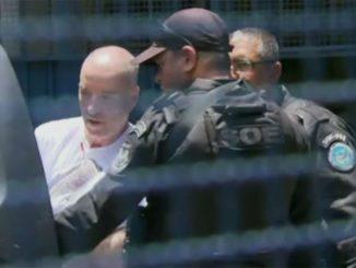 Eike Batista careca sendo transferido para Bangu 9 (Globo News/Reprodução)