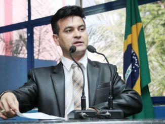 Edivaldo Gomes quer que indigentes tenham sepultamento digno