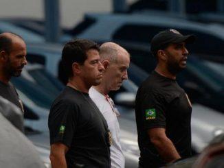 Empresário Eike Batista deixa a sede da PF, na região portuária do Rio, após depoimento na Delegacia de Combate ao Crime Organizado e Desvio de Recursos Fernando Frazão/Agência Brasil
