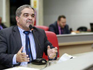 O deputado justificou que as comunidades sofrem com a falta de atendimento médico-odontológico