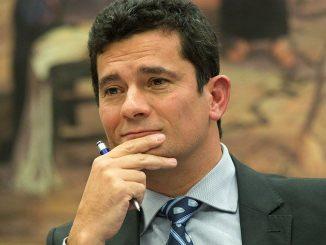 Ao tomar conhecimento do caso pela imprensa, Moro pediu que os policiais responsáveis pela transferência justifiquem o uso das algemas.