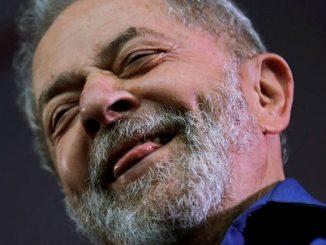 Ex-presidente Luiz Inácio Lula da Silva teve que entregar seu passaporte à Polícia Federal - foto Paulo Whitaker.
