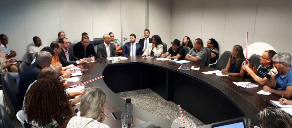 Foto da reunião com o Secretário-Chefe da Casa Civil exposta no site do Sintero, revela que a reunião foi gravada em áudio e vídeo e o sindicato dos professores não coloca nas redes sociais a frase a qual ele atribuiu ter sido dita pelo secretário Emerson Castro.