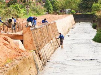A primeira canalização foi realizada há mais de 18 anos e, de lá para cá, o volume de água coletada aumentou muito, devido ao crescimento da cidade e quantidade de pavimentações e construções realizadas neste período.