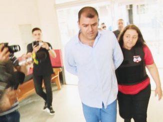 O pedido de afastamento de mandato do vereador Clodoaldo Cardoso (PR) se deve ao fato de que ele responde a processo de assassinato e encontra-se preso.