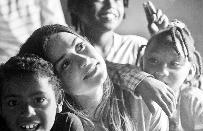 A atriz Thaila Ayala, uma dos artistas que gravaram o filme para incentivar a campanha.