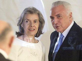Michel Temer vai para o Paraguai e a presidente do STF, ministra Cármen Lúcia assume à presidência da República.