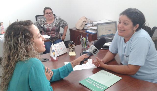Lidiane Tanazildo explica que as famílias que não comparecerem à escola para atualização podem ter os benefícios bloqueados pelo Governo Federal.