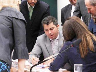 Marcos Rogério negocia pontos do texto quanto ao mérito, para apresentar novo relatório em plenário.