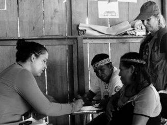 Pesquisadoras fazem entrevistas com índios do Vale do Javari. Foto Lis Leão