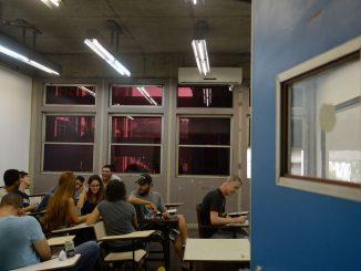 Rio de Janeiro - A Universidade Estadual do Rio de Janeiro(Uerj) volta às aulas. De acordo com os diretores, a decisão pela volta deve-se ao avanço no restabelecimento das condições mínimas de limpeza, manutenção de elevadores e segurança (Tânia Rêgo/Agência Brasil)