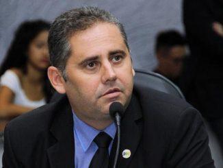 O vereador propõe convênio entre as secretarias estaduais da Educação e Segurança, Defesa e Cidadania para coibir a violência e proteger professores e alunos. Foto: Marcos Gomes.