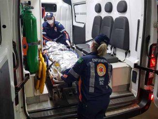 A vítima recebeu os primeiros socorros de uma equipe do Samu e foi levada em estado grave para a emergência do hospital João Paulo II.