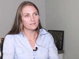 Prefeita do municípioSão Francisco do Guaporé, Gislaine Clemente, a Lebrinha, filha do deputado estadual Lebrão.