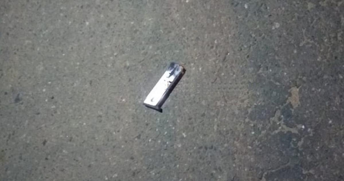 O pente da arma foi deixado pelo atirador