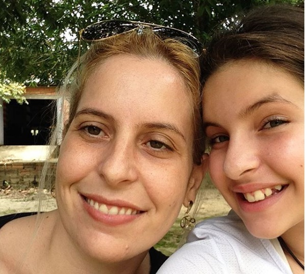 A situação de Yeda Gracielli Paino é a mais complicada: além das fraturas múltiplas, sofreu uma grave pancada na cabeça. A adolescente está fora de perigo.