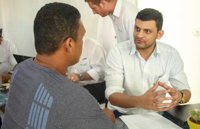 Colaboradores do CrediSIS prestam consultoria sobre as linhas de crédito