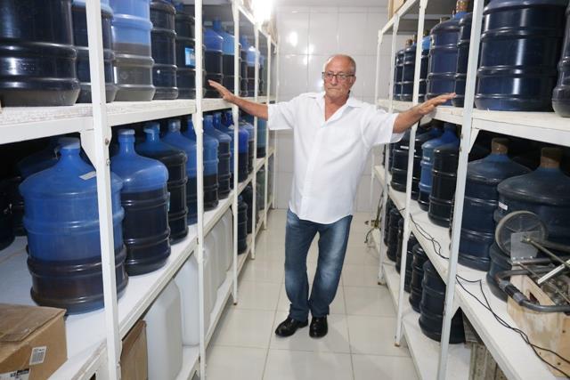 O professor de história José Carlos começou a fazer licor para consumo próprio; os amigos gostaram tanto que acabou virando um negócio.