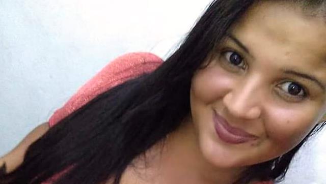 Kauana foi morta na cozinha de casa — Foto: Facebook/Reprodução