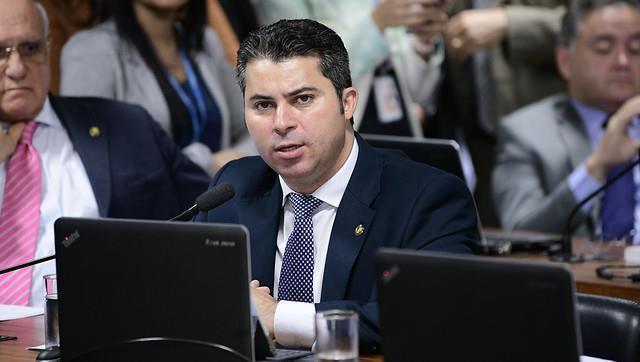 Senador Marcos Rogério (DEM-RO) é o autor do projeto da posse de arma em toda a extensão do imóvel rural