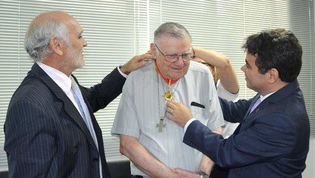 Aos 82 anos Dom Moacyr foi homenageador pelo Ministério Público do Acre por conta do vasto histórico de ações e boas obras que muito beneficiaram o estado do Acre em sua missão religiosa.