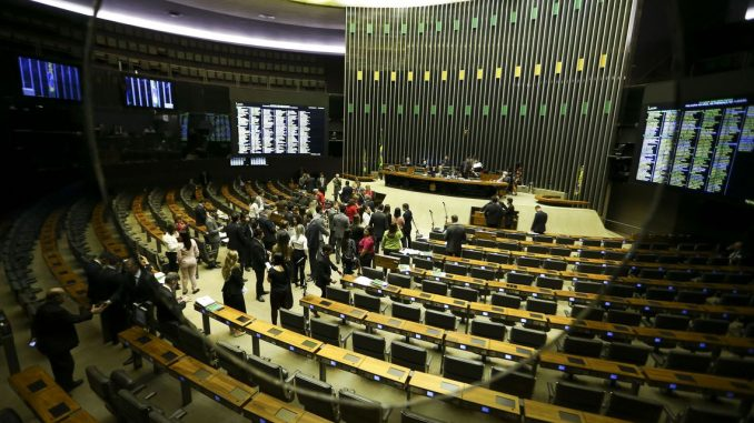O plenário da Câmara dos Deputados aprovou o Projeto de Lei 6433/13, que permite ao delegado de polícia adotar medidas de urgência para proteger mulheres vítimas de agressão. Foto: Marcelo Camargo/Agência Brasil