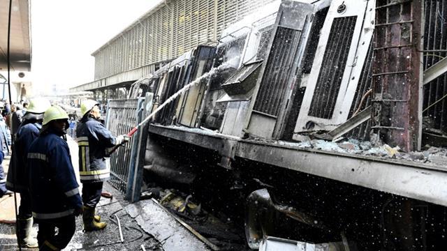 Bombeiros trabalham no local do acidente - AFP