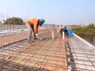 A ponte de concreto tem mais de 150 metros de comprimento por 11 metros de largura