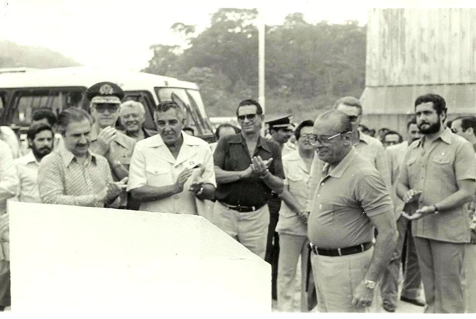 Governador Jorge Teixeira e o Presidente João Figueiredo em Ouro Preto inaugurando um armazém.