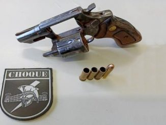 Arma que atirador usou para abrir fogo em feira de Campo Grande. / Foto: Batalhão do Choque/Divulgação