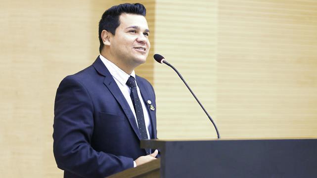 Polícia faz buscas no gabinete do deputado Marcelo Cruz