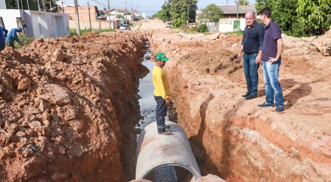Prefeitura faz a drenagem da Rua Rio Branco