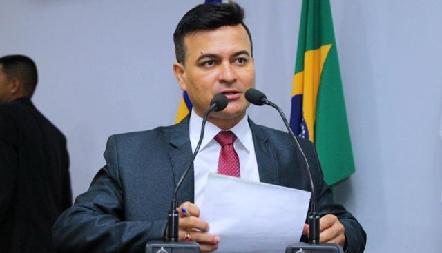 Edivaldo Gomes apresenta anteprojeto que estabelece prazos para a Caerd