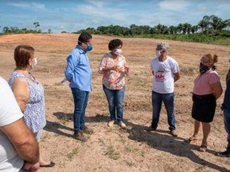 A deputada esteve pessoalmente conferindo o terreno onde será construído o 1º Centro de Prevenção de Câncer de Rondônia. Foto: Igor Kraemer