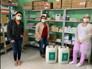 Sicoob Centro doa 3 mil litros de álcool em gel para Secretarias de Saúde