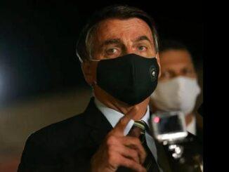 """Bolsonaro diz que fez """"chapa do pulmão"""" e fará exame para o novo coronavírus"""
