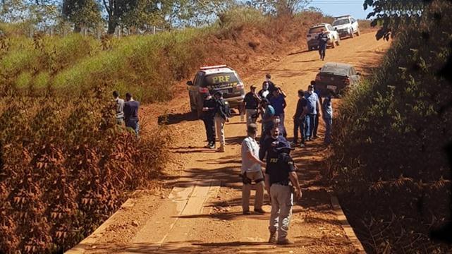 Inquilinos matam casal idoso, enterram corpos e são presos fugindo no carro das vítimas