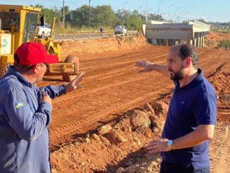 Laerte fiscaliza obras na ponte sobre o Rio Urupá