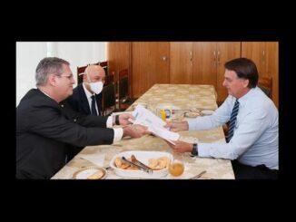 Confúcio entrega relatório da Comissão da Covid-19 ao presidente Bolsonaro
