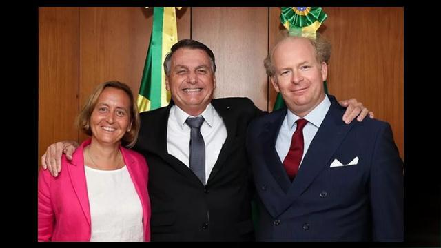 Bolsonaro recebe deputada alemã neta de ministro de HitlerBolsonaro recebe deputada alemã neta de ministro de Hitler